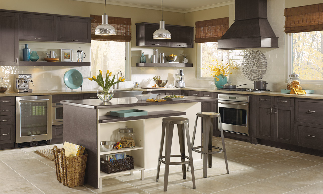 Casual kitchen with Pearson shaker style kitchen cabinets